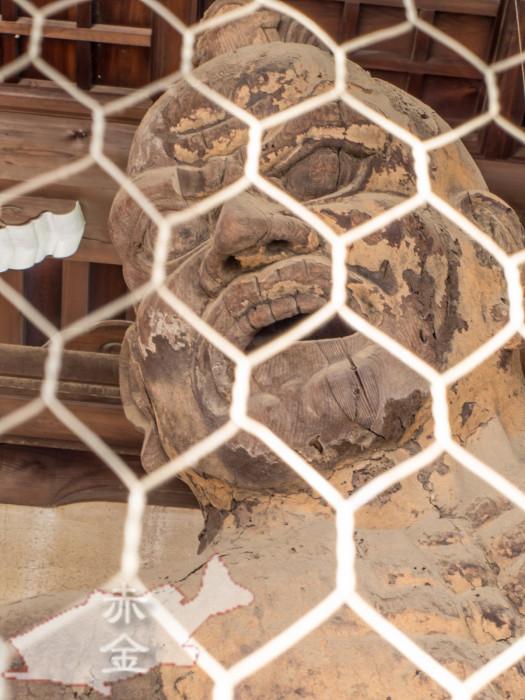 仁王門の木造仁王様。世田谷区最古の仏像だそう。