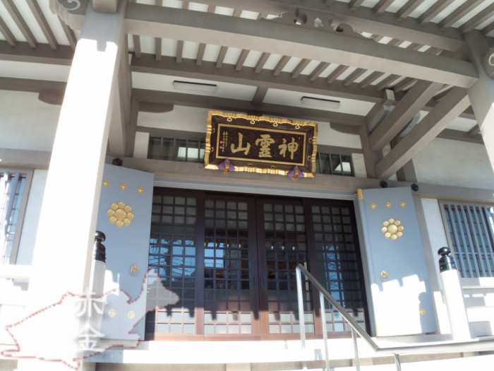 本堂。戦災で焼失後、昭和46年に再建、平成15年に全面改修