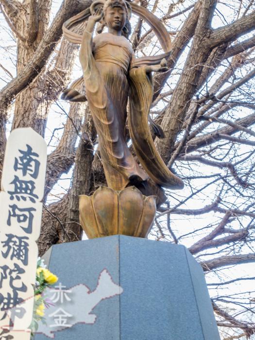 回向院の象徴でもある万霊供養塚