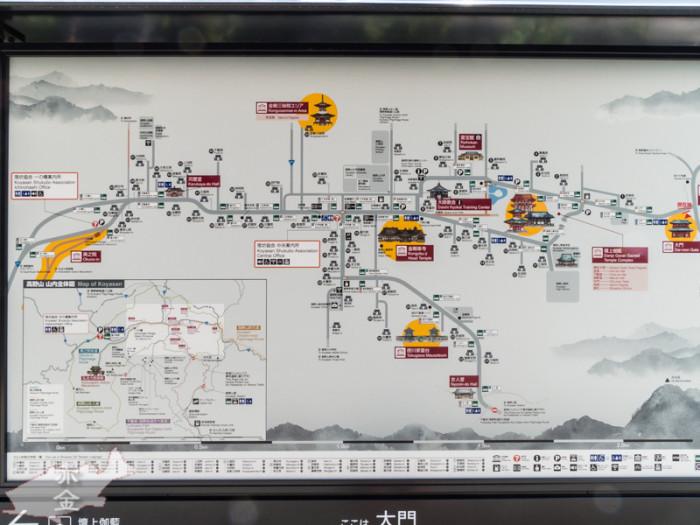 大門前に設置されている高野山全体図