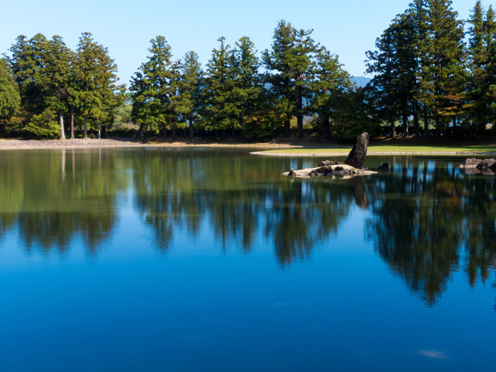 この池には往時壮麗な堂宇が映っていたのです