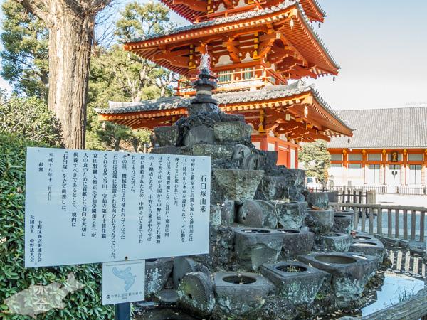 石臼塚。中野は江戸で消費されるそば粉製粉の拠点だったとは以外