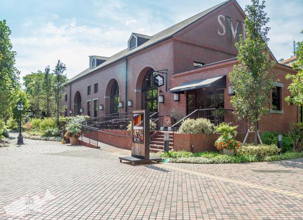 敷地内にはパーティもできるビアレストランがあります