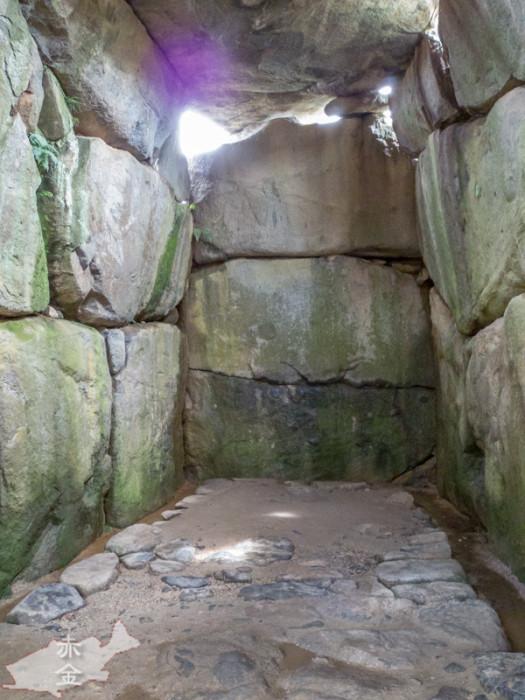 内部の石はわりとキッチリ組まれています
