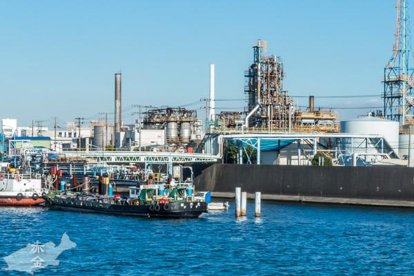 旧江戸川の対岸に見える三共油化工業