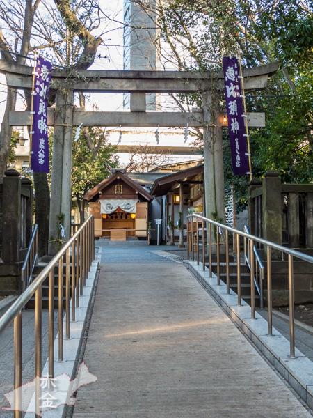 本殿とと隣の深川不動尊の間にある恵比寿宮