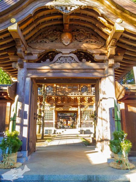 山門、楼門、本堂と続く感じが重厚感と奥行きを感じます