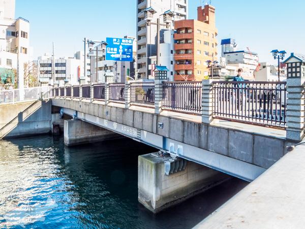 黒船橋。橋の向こうは門前仲町の交差点