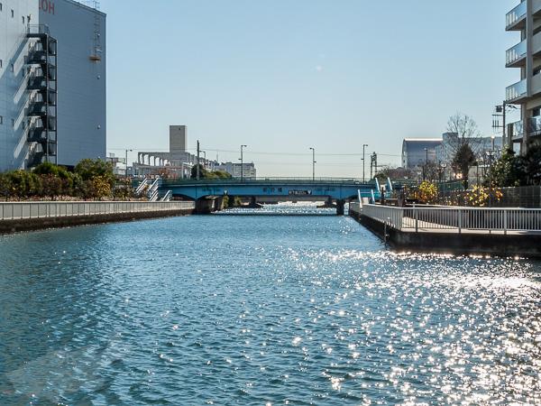 直角に曲がった先は曙北運河