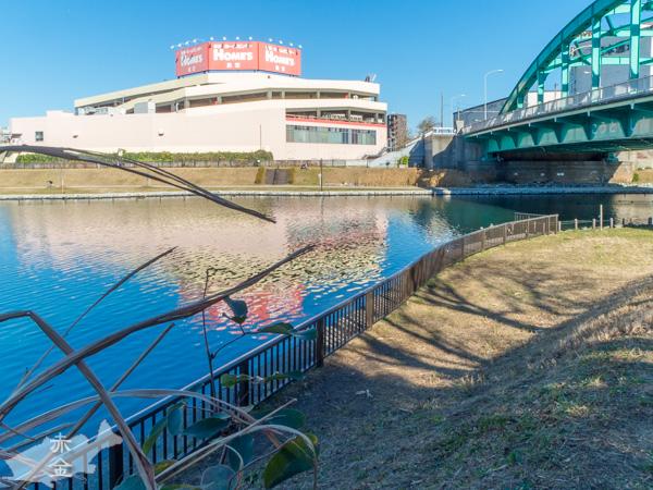 北十間川から旧中川を見る、橋は江東新橋