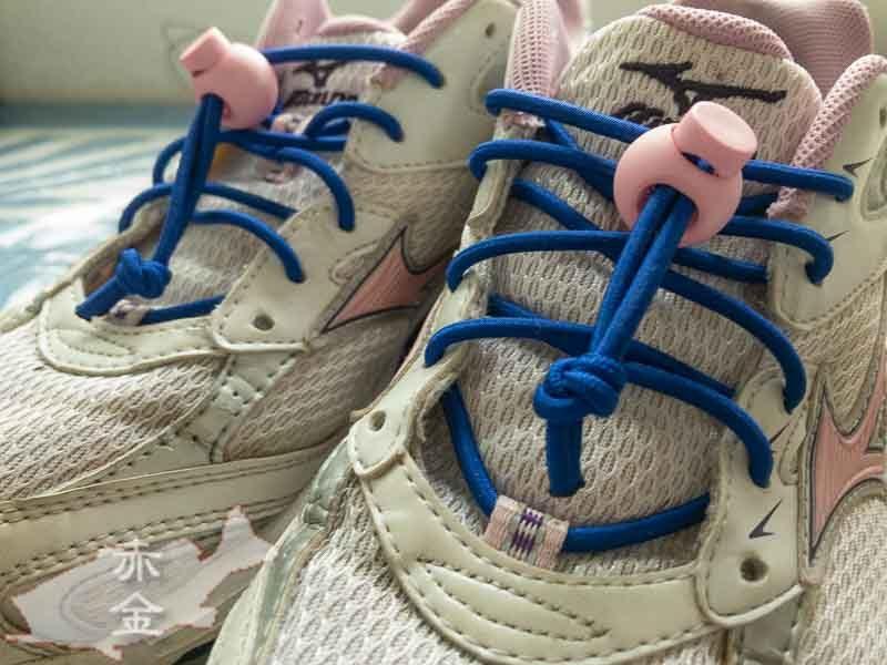 スニーカーの靴紐をストレッチコードにチェンジ